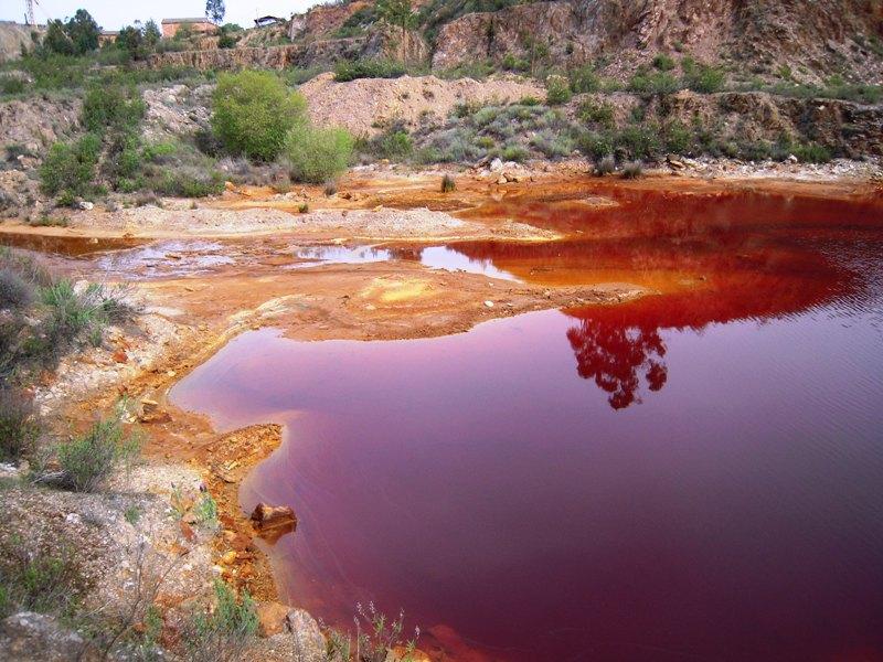 Lagoa_vermelha_na_Mina_do_Losal_05